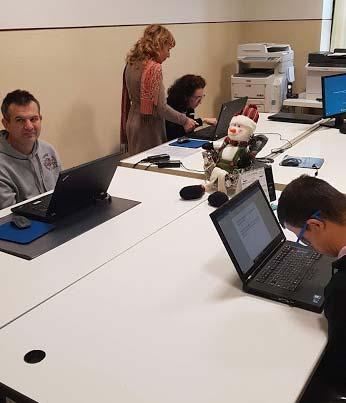 ragazzi con disabilità imparano ad utilizzare il computer per comunicare grazie a Vie Di Luce